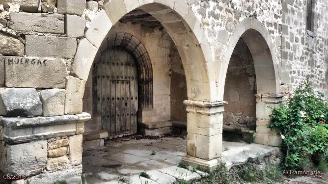 portico-iglesia-de-muergas